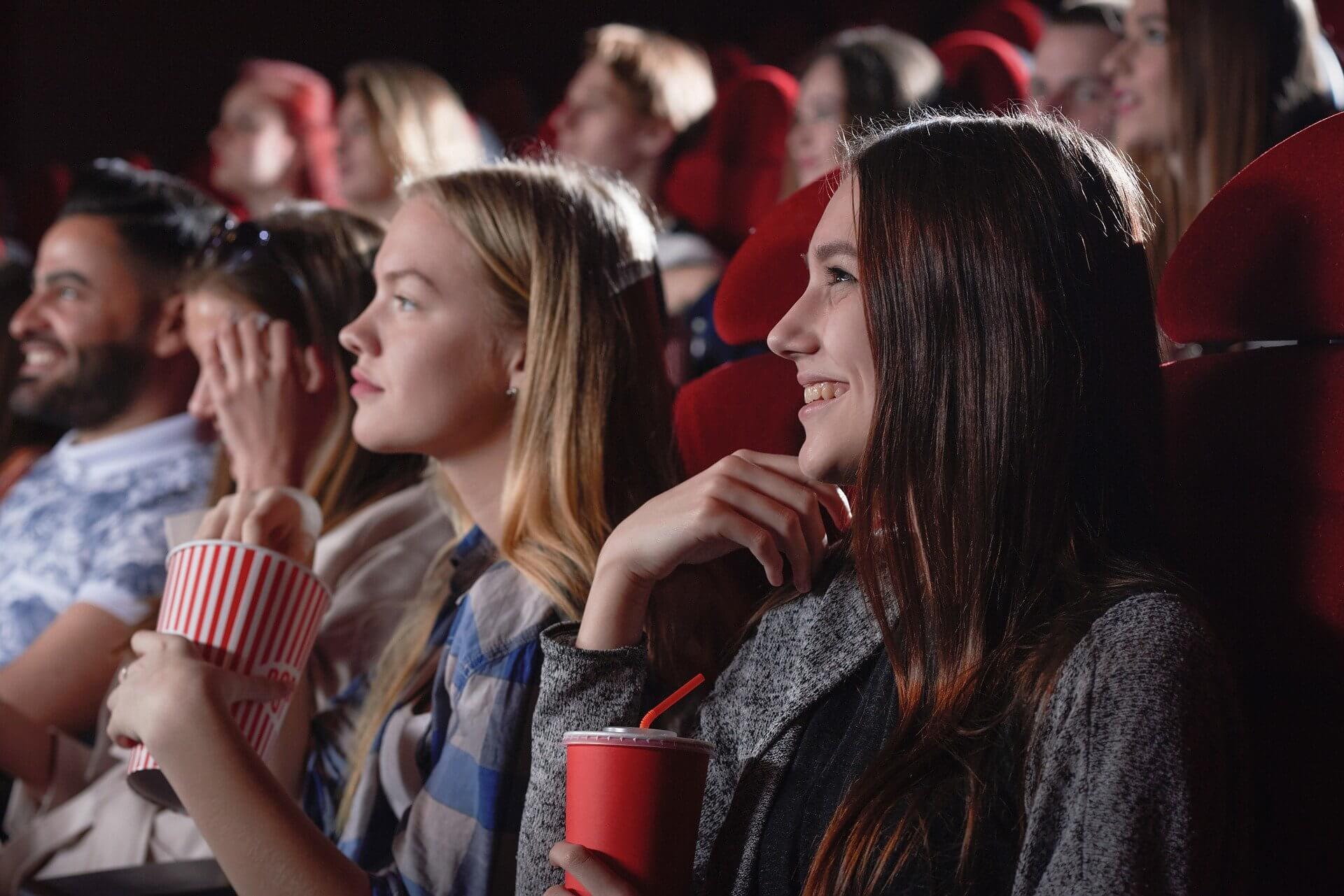 映画館の観客