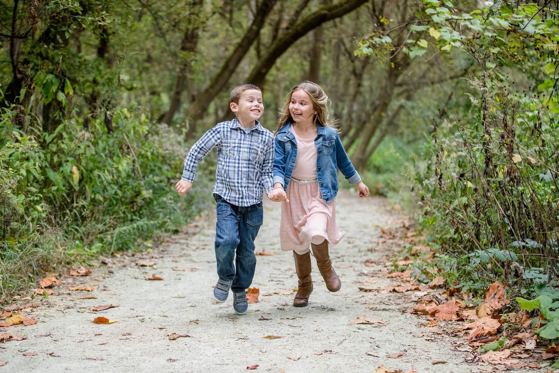 走る男の子女の子